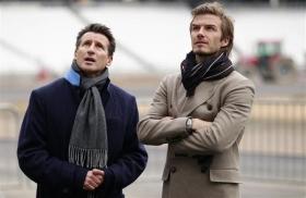 Как правильно носить мужское пальто?