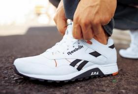 Как заклеить кроссовки?
